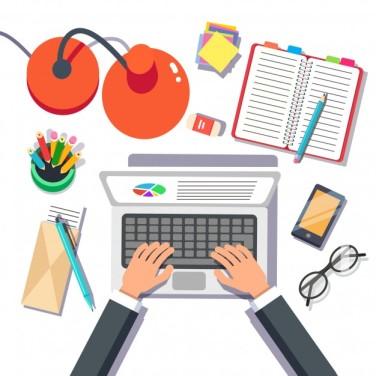 empresario-escribiendo-ventas-o-informe-sobre-computadora-portatil_3446-471